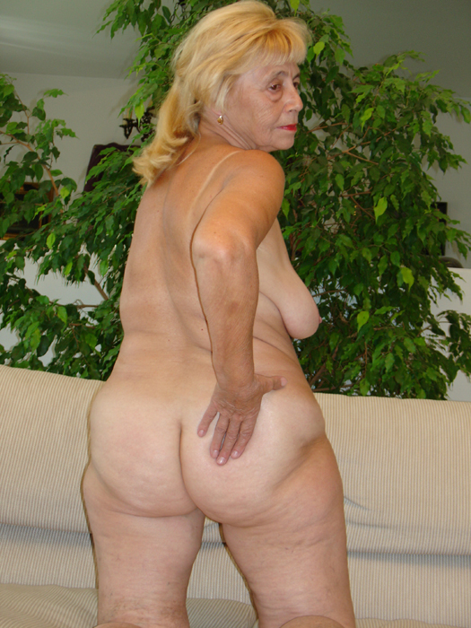 Naked nude gratuitescolaire granny