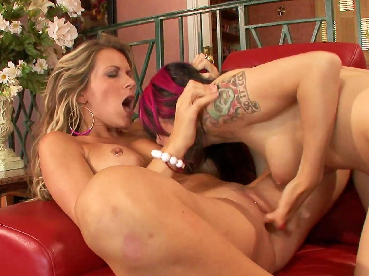 Sexy lesbian orgasm
