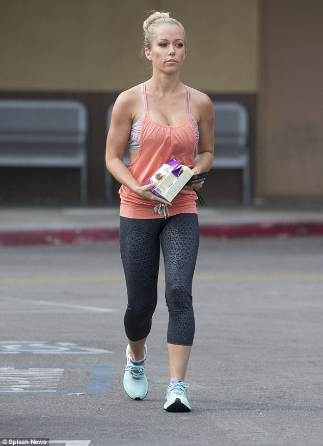 Kendra wilkinson pregnant belly nude