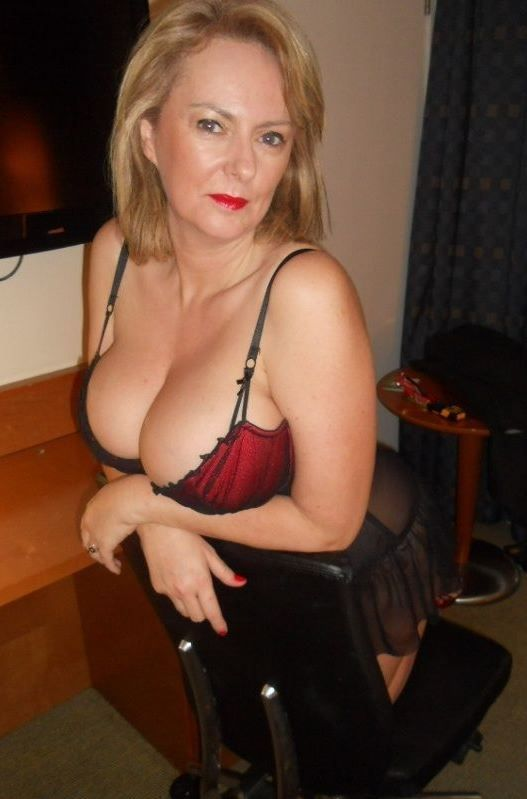 Busty mature women in stockings