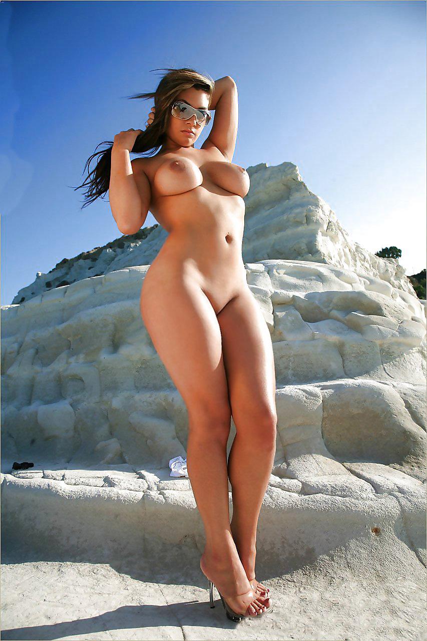 Booty curvy girls nude