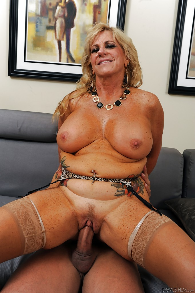 big-tits-middle-aged-woman-fucking-buxom-babes