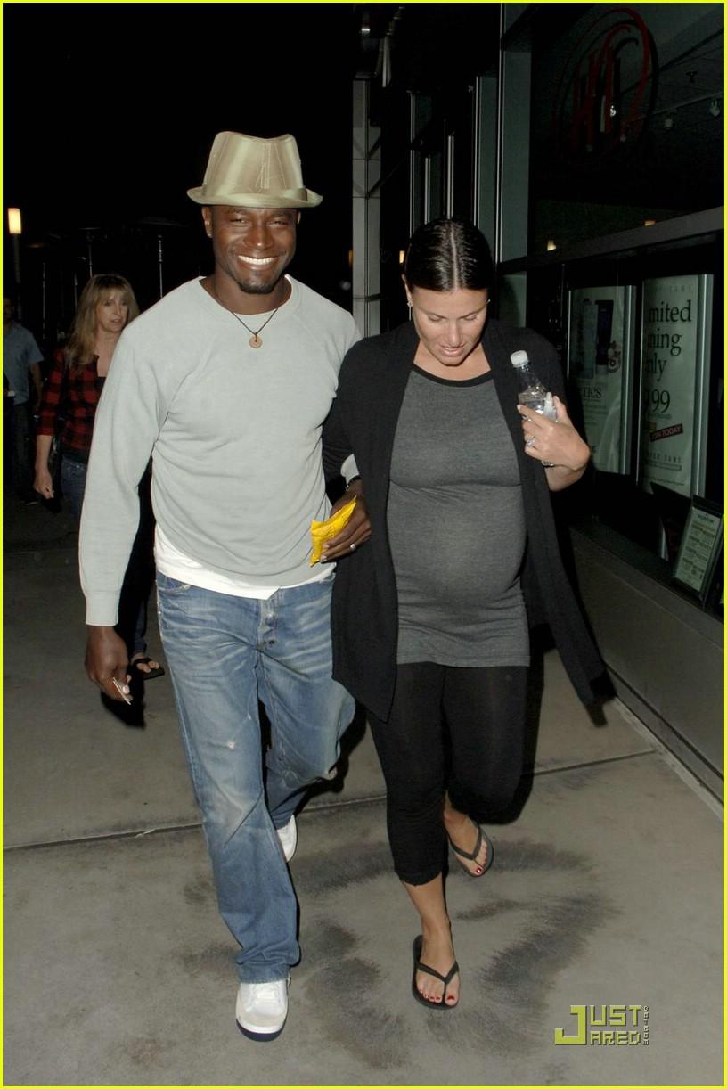 Idina menzel pregnant