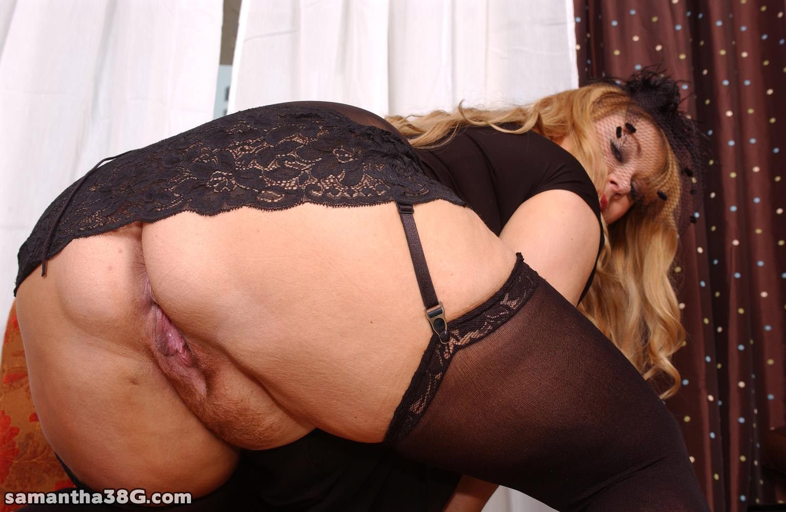 Big ass mature stockings and high heels
