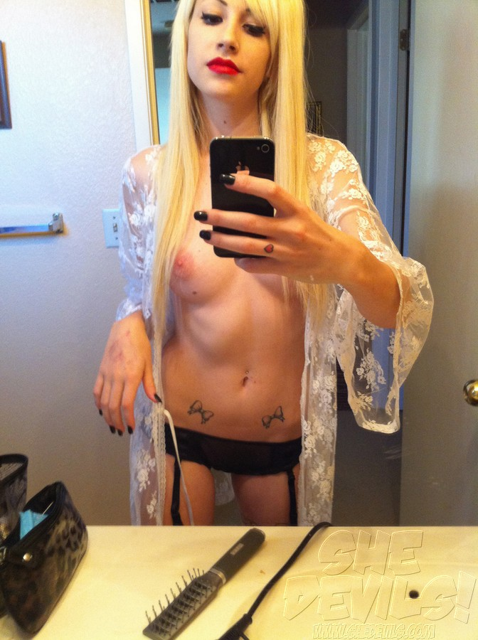 Naked girl self shot nude