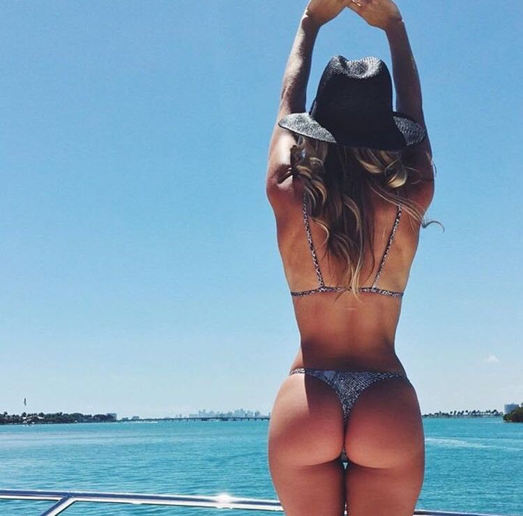 Hot beach bikini butts