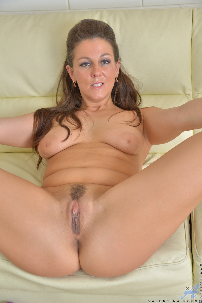 Gorgeous shaved pussy milf