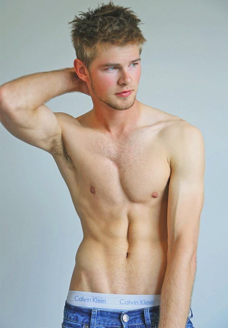 Hot shirtless blonde guys