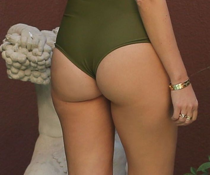 Kourtney kardashian nude ass