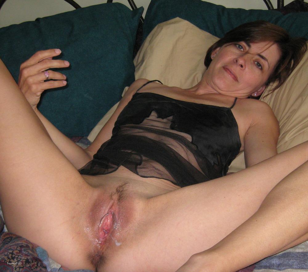 Mature amateur spread pussy