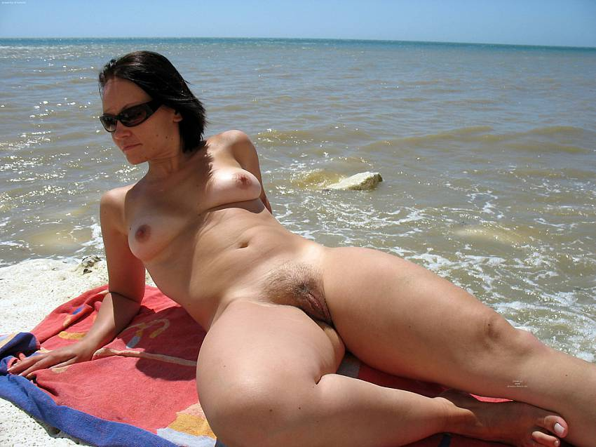 Girls nude beach pussy voyeur